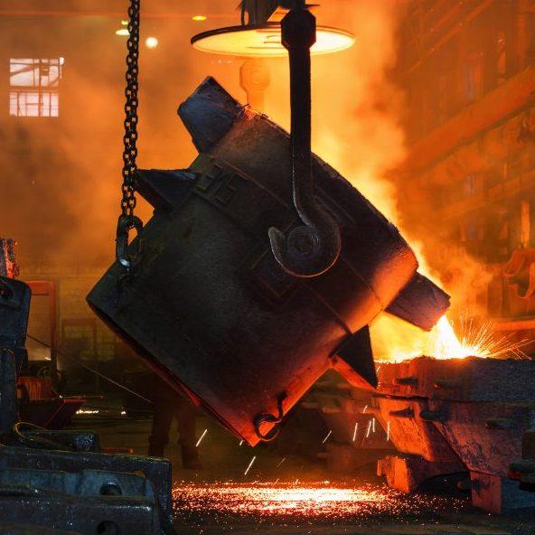La coulée de l'acier en fusion